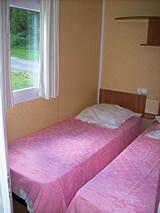 chambre 2 lits mobil-home 4 personnes